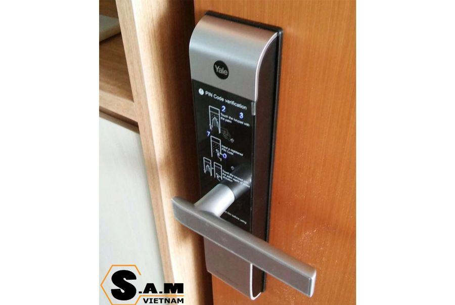 Khóa thẻ từ Yale YDM 3109 plus silver mở khóa bằng thẻ từ RFID, mã số, chìa cơ