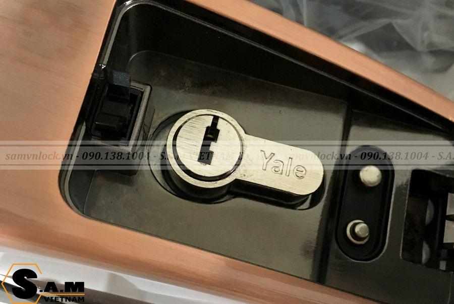 Chức năng khóa bằng chìa cơ trên Yale YMG 40 Red Bronze (Đồng)