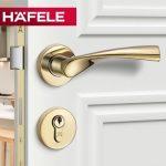 Cửa phòng hiện đại với khóa gạt Hafele