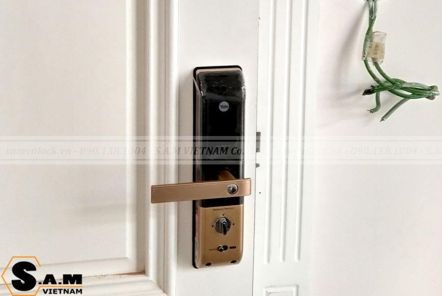 Hình ảnh lắp đặt thực tế khóa vân tay YALE YDM 4109 plus GOLD